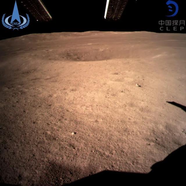 La prima foto scattata dall'altro lato della Luna