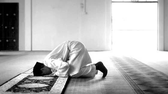 Bacalah 3 Doa Ini Ketika Sujud Terakhir Dalam Solat, Manfaatnya Luar Biasa