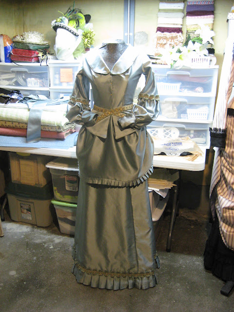 the merry dressmaker  december 2011