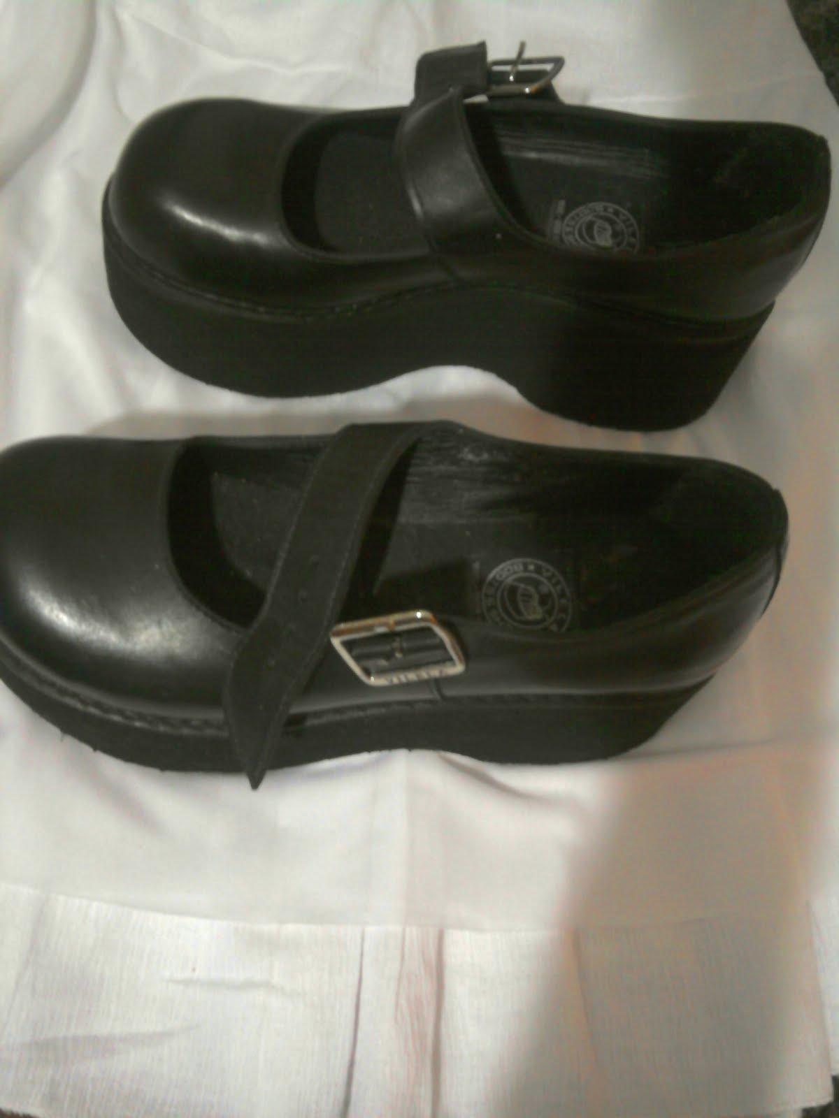 35e3865950 Brechó da Fe: Sapato boneca gótica