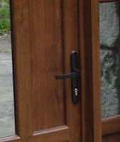 Manilla para puerta de PVC con llave colocada por Ventacav Cantabria
