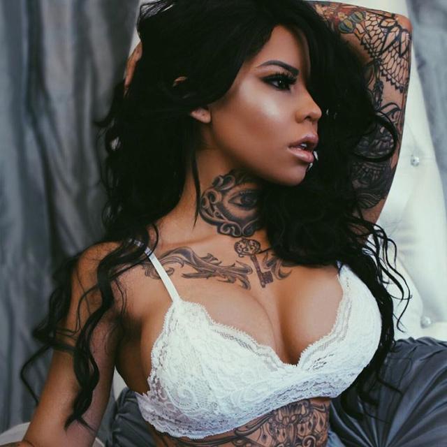 Tattoo girl Elle Audra