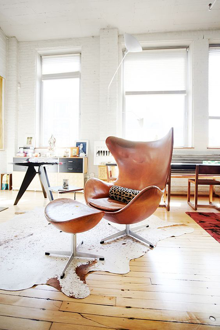 Iconic furnitures in a contemporary interior