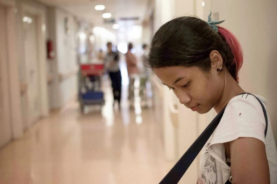 Trus Sampe Deh Di Depan Ruang Operasi Setelah Salim Cium Peluk Sama Mama Dan Y Saya Masuk Prep Room Dicatet Ini Itu Pindah Ke Meja