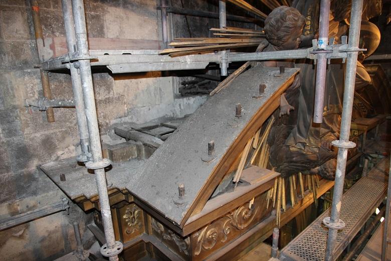 Alteraciones del retablo de la iglesia de Santa Eulalia por factores ambientales