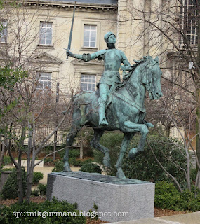 Статуя Жанне Д'Арк