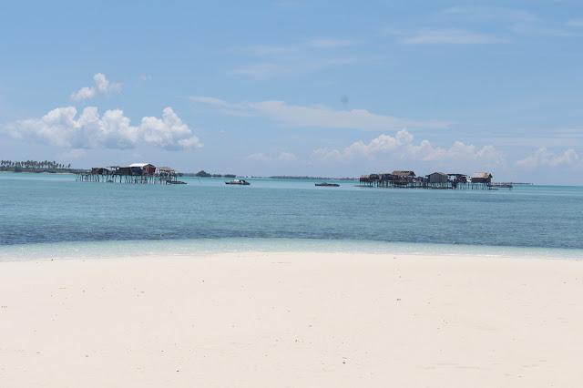 Badjao houses on stilts in Panampangan Island