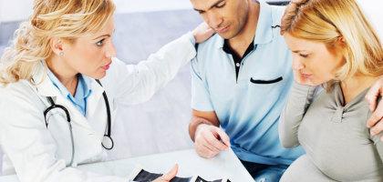 Sau khi ngưng thuốc tránh thai hãy đi khám thường xuyên để theo dõi sức khoẻ mẹ và bé