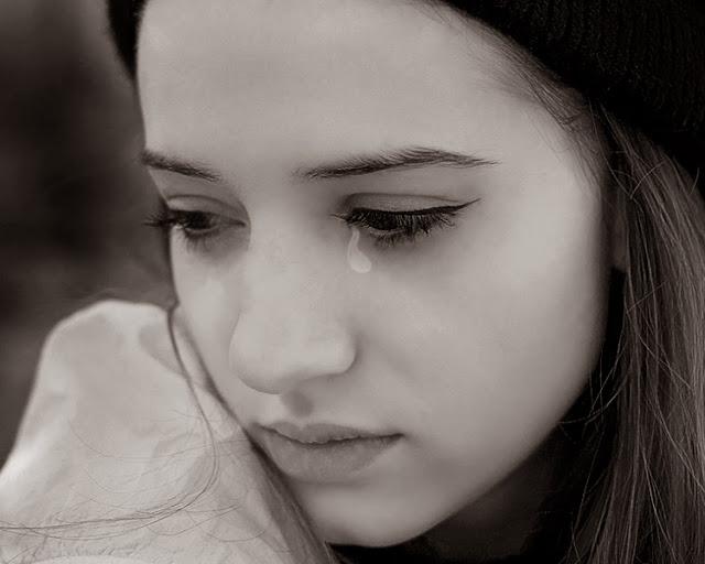 Sad Crying Girl Wallpaper Hd Sad Girl Pictures And Sad Girl Wallpapers