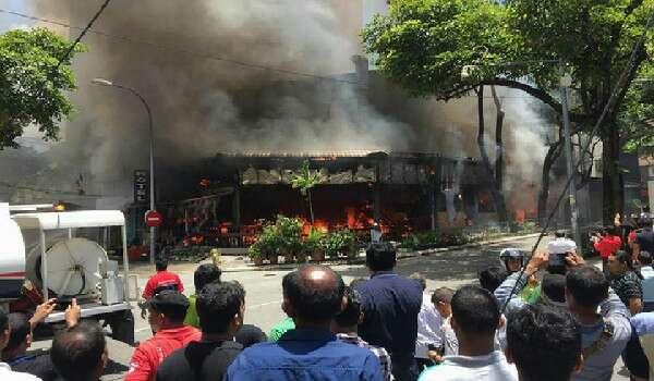 Restoran Di Bukit Bintang Musnah Terbakar