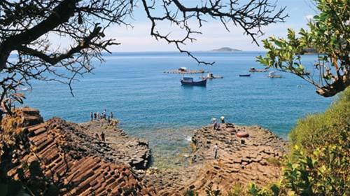 Dịch vụ cho thuê xe hợp đồng du lịch tại Phú Yên - Cù Lao Mái nhìn từ Gành Đá Dĩa