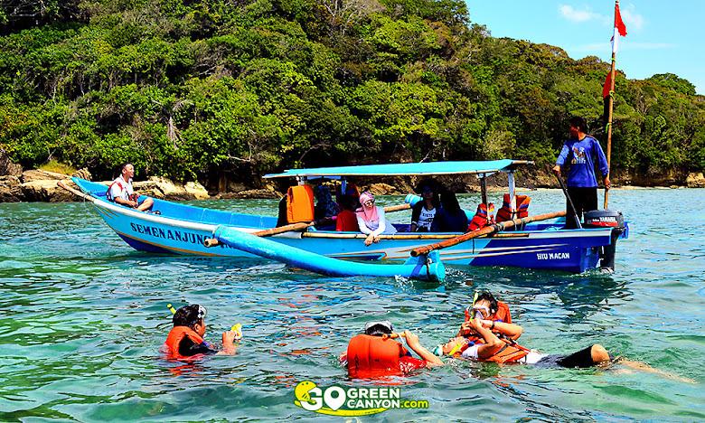snorkeling di taman laut pangandaran
