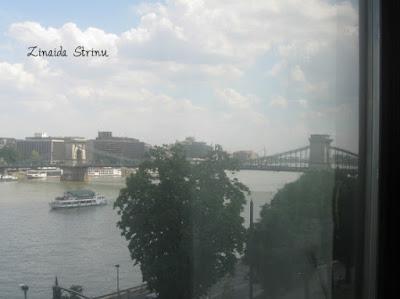 budapesta-hotel-victoria-vedere-spre-podul-cu-lanturi