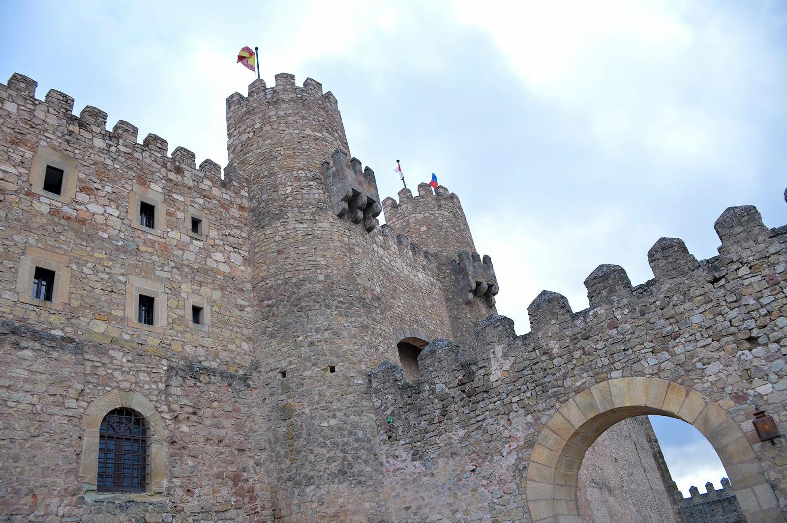 castillo parador sigüenza castle spain españa fachada exterior facade