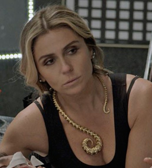 Atena (Giovanna Antonelli) A regra do jogo, colar cobra