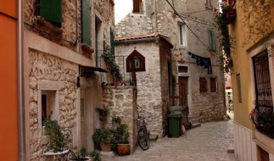 Calleja de Rovinj en Croacia, viajes y turismo