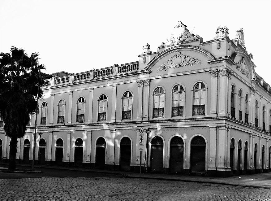 O primeiro Mercado Público de Porto Alegre foi construído na década de 1840.