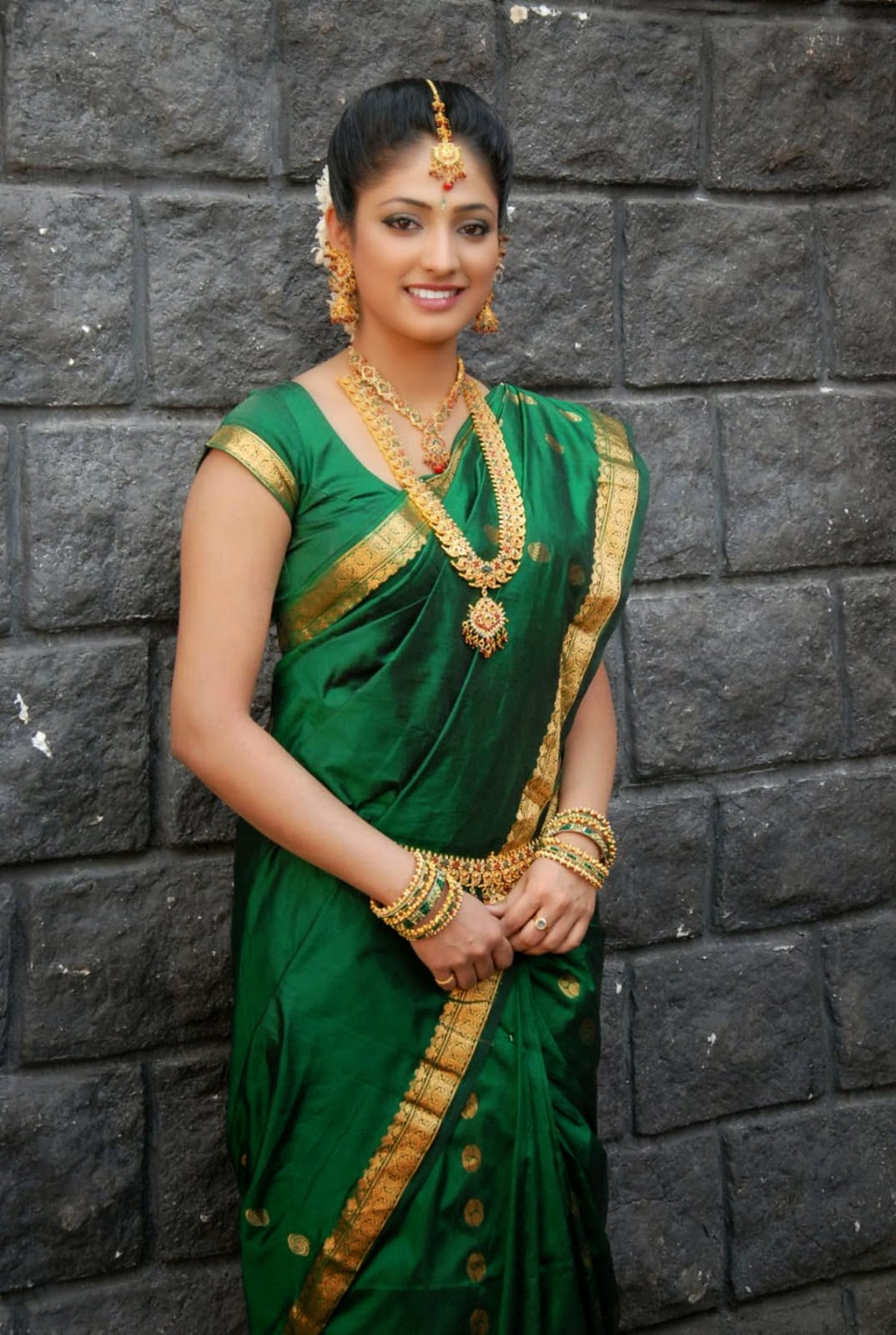 Actress Haripriya in Green Saree Photos | Englandiya