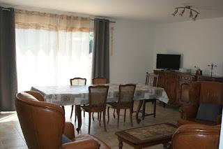 Le gite étape cathare et son salon séjour spacieux et lumineux