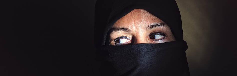 A,din, islamiyet, Kur'an'da kadın, İslam'da kadın, Erkek kadından üstündür, Kadının şahitliği, Kadınlarla ilgili hadisler, İslam'da evlilik, İslamda cariyelik, Cariyelerle ilişki, Kur'an'da dayak, Çocuk gelin,Evlenme yaşı ,