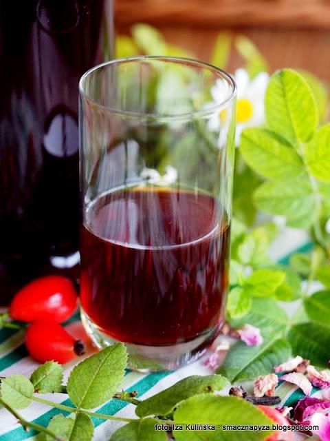 zenicha kresowa, nalewka podlaska, nalewka rozano ziolowa, dzika roza, owoce rozy, ziola, alkohol, przetwory, spizarnia, nastaw