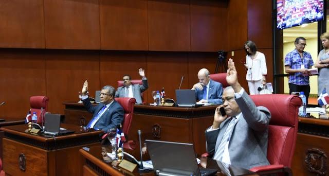 Senado aprueba préstamo por mil 200 millones para pago regalía empleados alcaldías