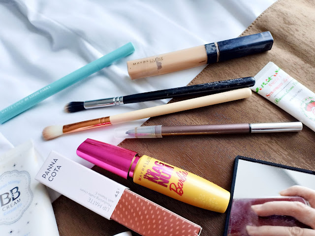 whats-in-my-travel-makeup-bag-daiso-maybelline-zapbeauty