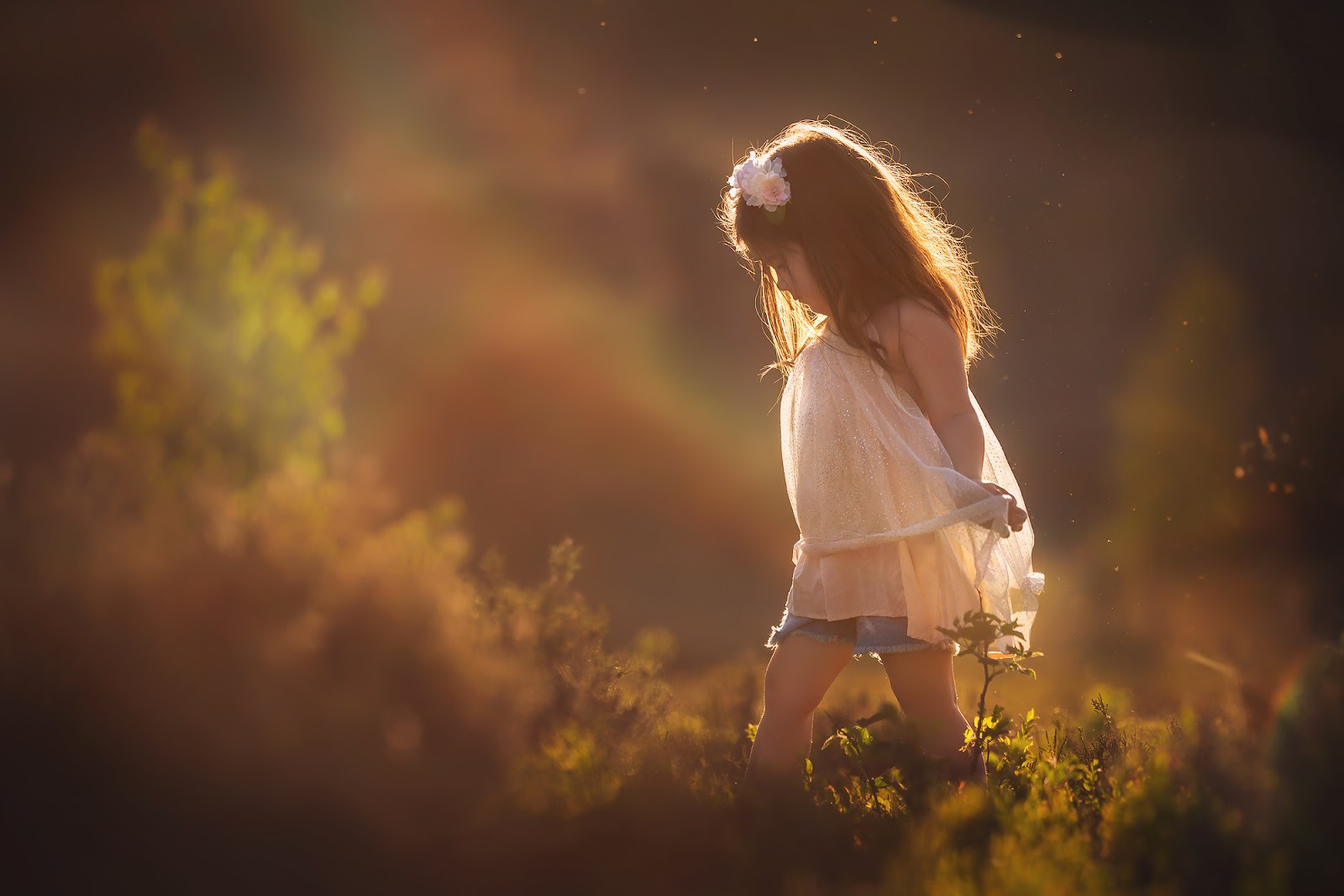 Sony A7RIII childhood portrait of a sweet little asian girl in a pink tutu dancing in the field during sunset with lensflare and a rainbow by Willie Kers