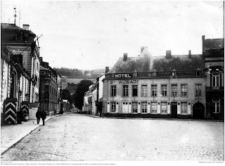Der Palais de provincial (links) auf dem Place Saint Aubain, im Hintergrund die Festung Namur. 1914 - 1918, Hier war Joseph Stoll vermutlich im Rahmen seiner Verwendung am Gouvernementsgericht eingesetzt.; Nachlass Joseph Stoll Bensheim, Stoll-Berberich 2016