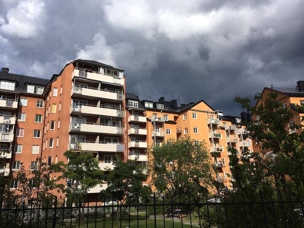 Wallenstam och seb i fastighetsaffar