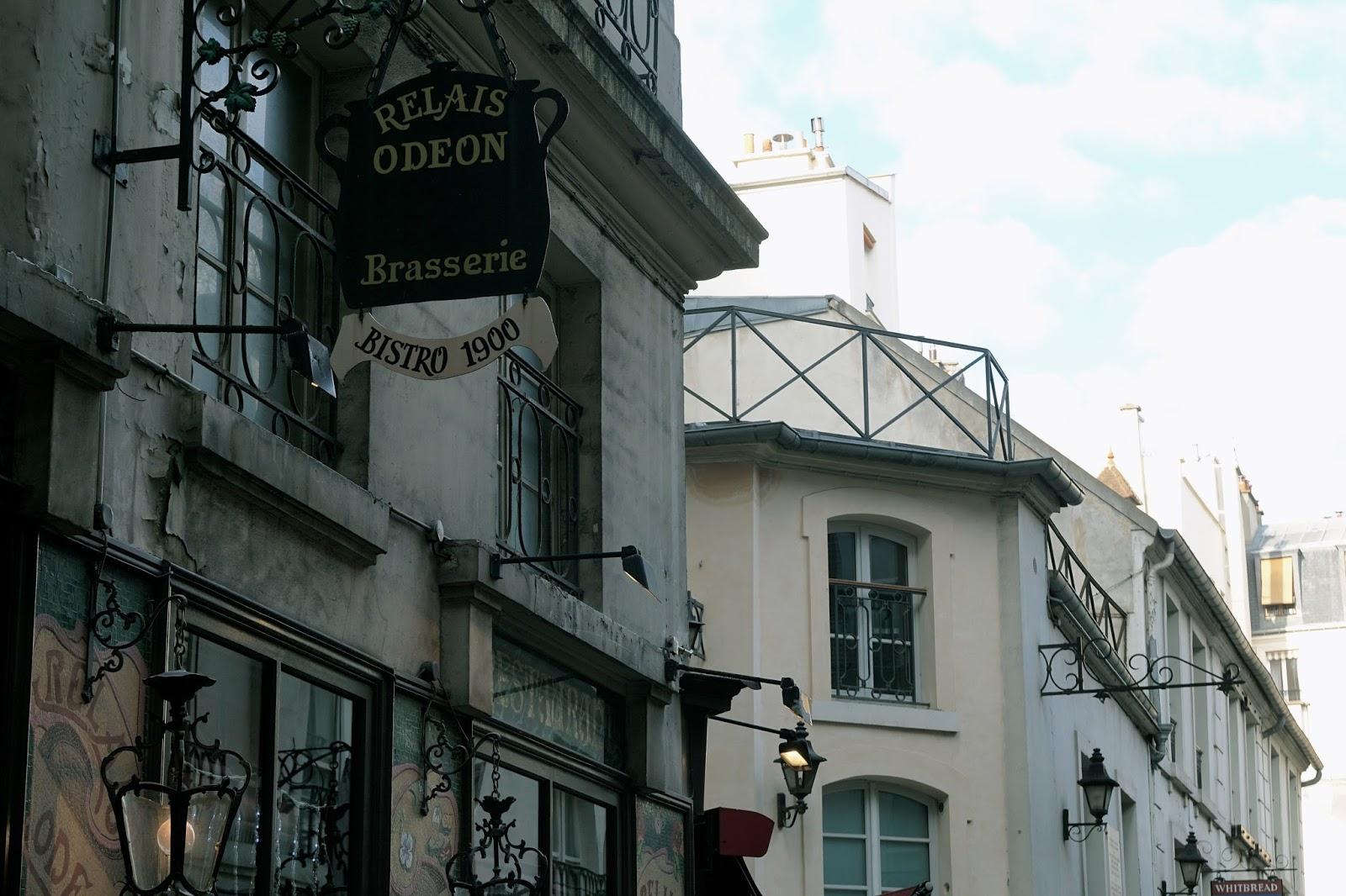 クール・デュ・コメルス・サンタンドレ小路(Cour du Commerce Saint-André)