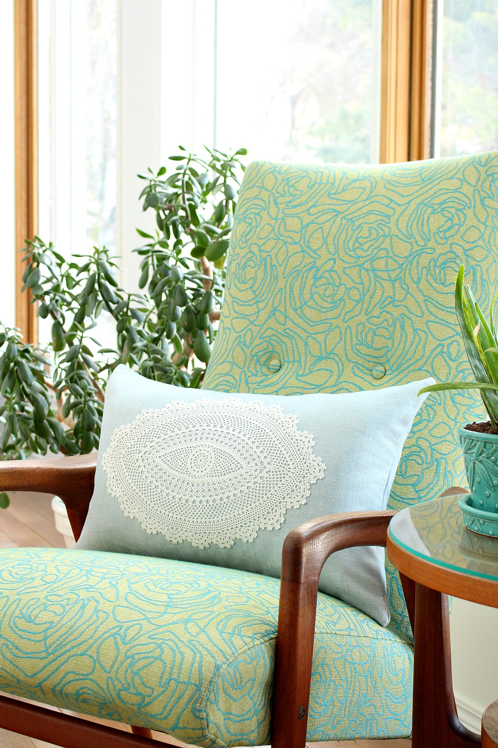 DIY Modern Doily Applique Throw Pillow