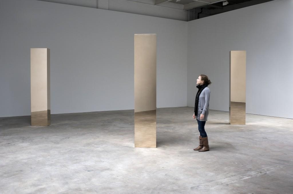 Exposition art blog minimalist art john mccracken for Minimal art installation