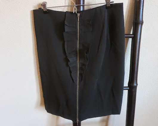 {SOLD} Banana Republic Black Pencil Skirt with Ruffle and Zipper Size 10