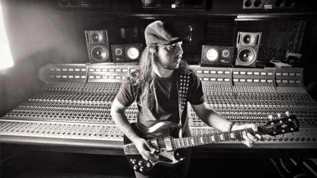 """Ο Daron Malakian διασκευάζει το """"Γιε μου"""" του Σταμάτη Κόκκοτα"""