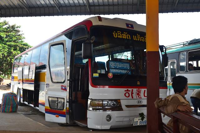 Bus yang digunakan dari Viantiane ke Pakse