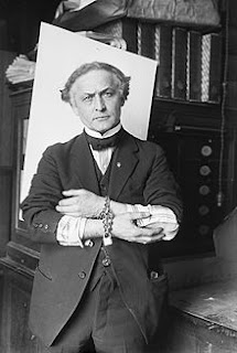 Houdini con esposas