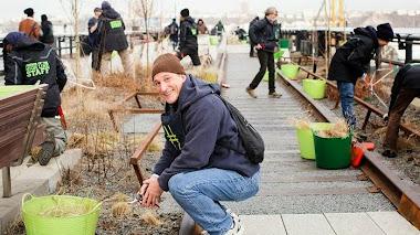 Voluntarios en el High Line de Nueva York. Primavera