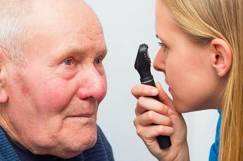 نقص السمع والرؤية بعد 40