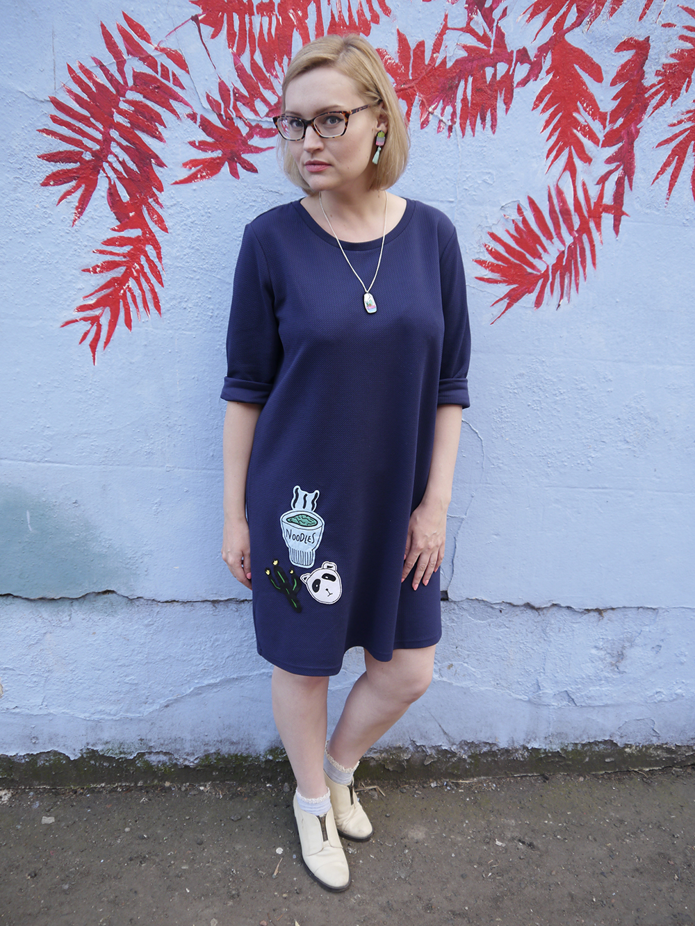 blue outfit, oversized slouchy dress, DIY patch, patchgame, modern fashion silhouette, uk style blogger, wardrobe conversations, sew on patch, the whitepepper,