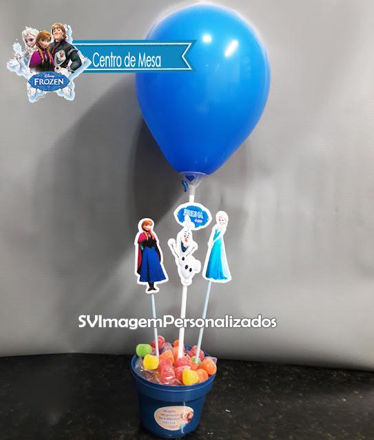 """Aqui você encontra o preço mais barato para centro de mesa no no tema Frozen, """"do filme Frozen, uma Aventura Congelante"""", tem como personagem principal a Princesa Elza, sua irmã Princesa Anna e o apaixonante boneco de neve Olaf, para esse tema, temos dois padrão de cores: Azul, se a aniversariante gostar da Princesa Elza e Lilás se ela gostar da Princesa Anna, qual a sua preferida?"""