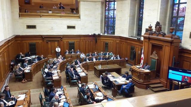Η αίθουσα του δημοτικού συμβουλίου Μόντρεαλ, το βράδυ της Δευτέρας, την ώρα που βρισκόταν σε εξέλιξη η συζήτηση για την αναγνώριση της Ποντιακής Γενοκτονίας