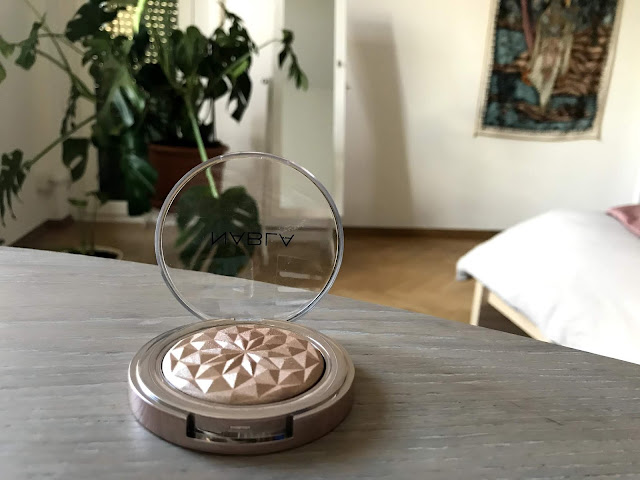 Review: Nabla Cosmetics Highlighter in Crown