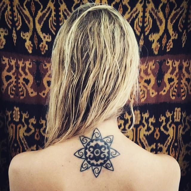 tatuajes tribal en la espalda