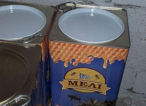 Πωλείται κόκκινο μέλι ελάτου σε τιμές χονδρικής