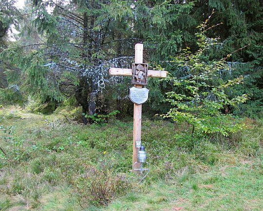 Krzyż poświęcony księdzu prałatowi Janowi Wątrobie.