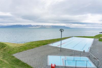 Piscina de Hofsós, una de las mejores piscinas de Islandia