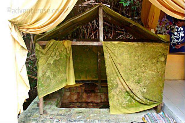 Foto Perigi Air Raja oleh Blogger Dian Radiata, sumber adventurose.com