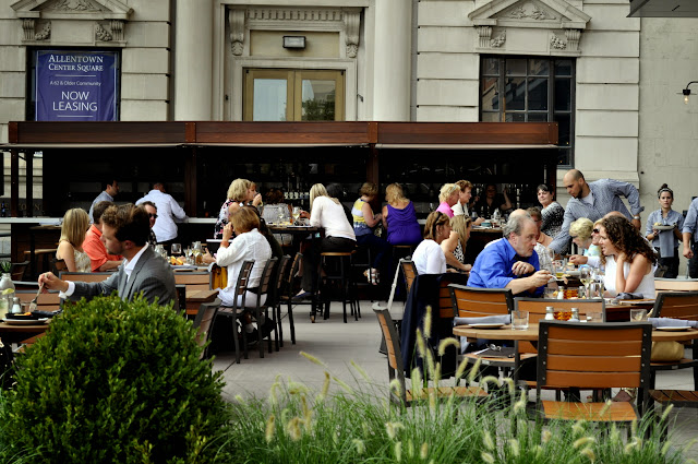Outdoor-Dining-The-Hamilton-Kitchen-and-Bar-Allentown-PA-tasteasyougo.com