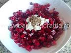 Salata de sfecla cu hrean preparare reteta - adaugam semintele de chimen